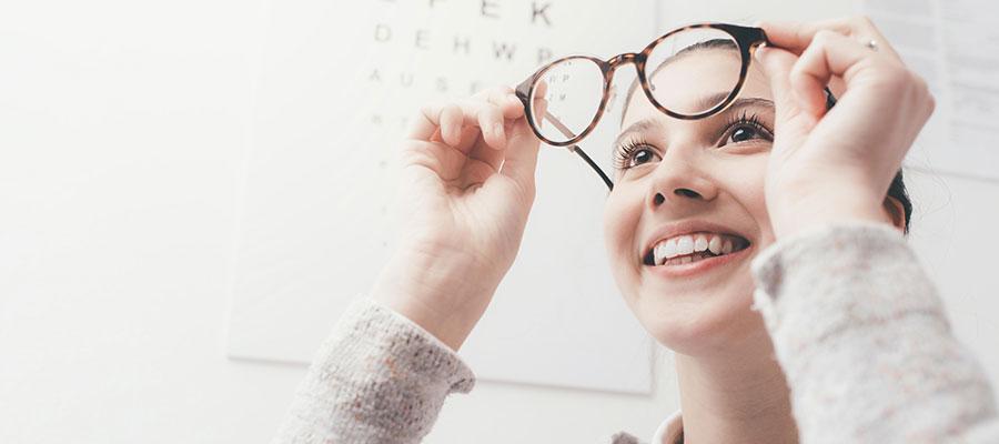 Warum Beschichtungen bei Brillengläsern wichtig sind